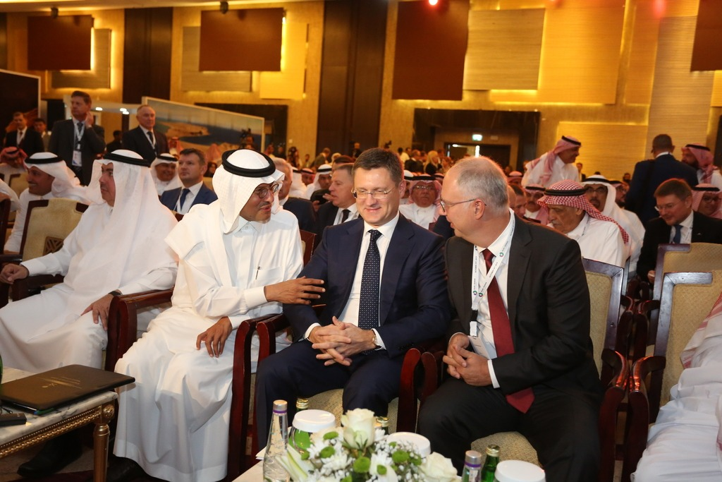 Kirill Dmitriev with energy ministers of Russia and Saudi Arabia at Russia-Saudi CEO Forum