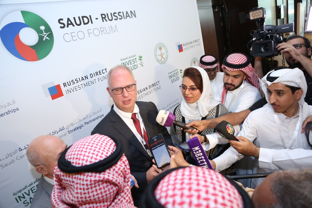 Talking to media at Russia-Saudi CEO Forum
