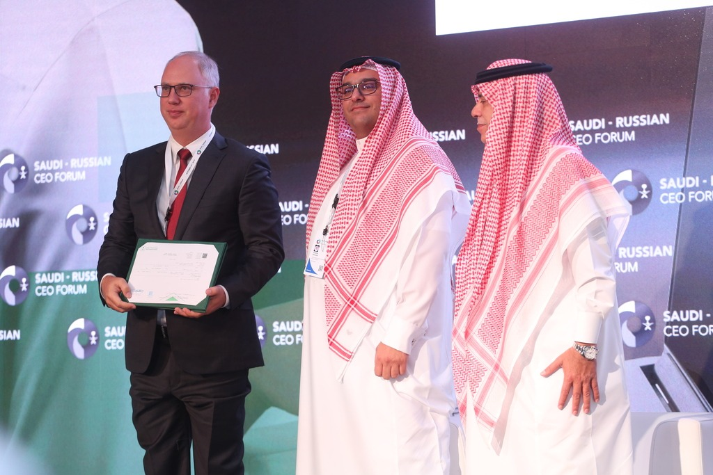 Kirill Dmitriev presented with a licence to open RDIF office in KSA